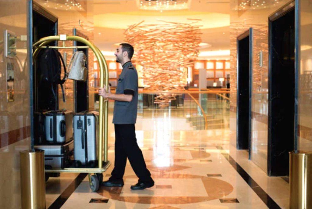 Xe đẩy hành lý giúp khách sạn chở nên chuyên nghiệp và sang trọng